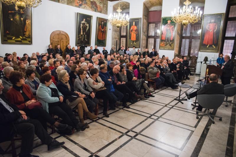 Publiczność na spotkaniu z Aleksandrem Hallem