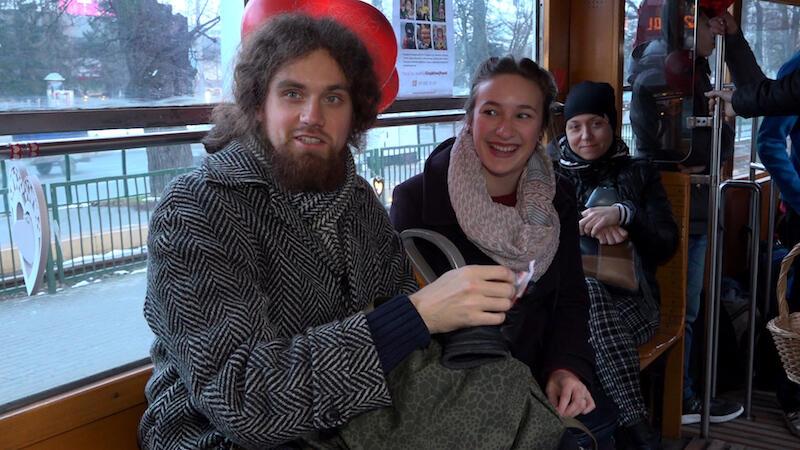 Przejażdżka walentynkowym tramwajem dała wiele radości i uśmiechu zakochanym