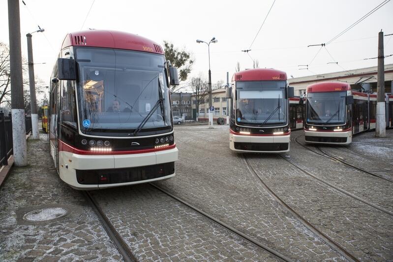 Gdańsk Strzyża, pętla tramwajowa. Tramwaje Pesa Jazz Duo trafiły do Gdańska w 2015 roku. Kolejne - nowocześniejsze - będą jeździć po gdańskich torach już za kilkanaście miesięcy