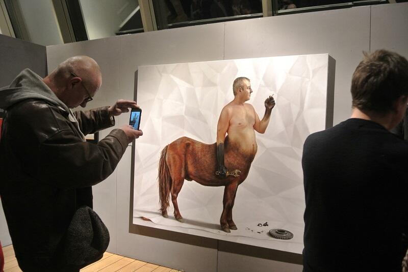 Wystawa prac Tomasza Kucharskiego. Tematem przewodnim tych prac był papier