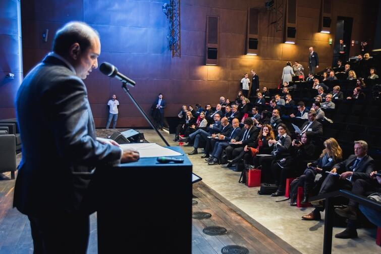 Zgromadzonych gości powitał Basil Kerski, dyrektor ECS