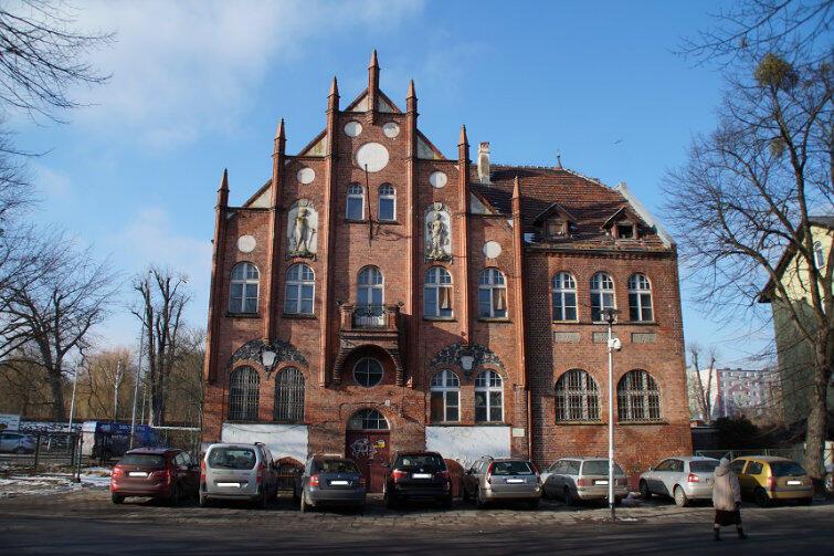 Stuletni budynek ratusza na Oruni wkrótce będzie miał nowe życie