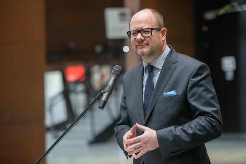 Paweł Adamowicz, prezydent Gdańska i kandydat na prezydenta Gdańska w następnej kadencji, w trakcie spotkania dziennikarzami w ECS