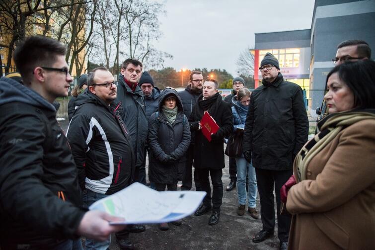 W poniedziałkowym spacerze ulicami Brzeźna uczestniczył m.in. prezydent Gdańska Paweł Adamowicz oraz radni dzielnicy