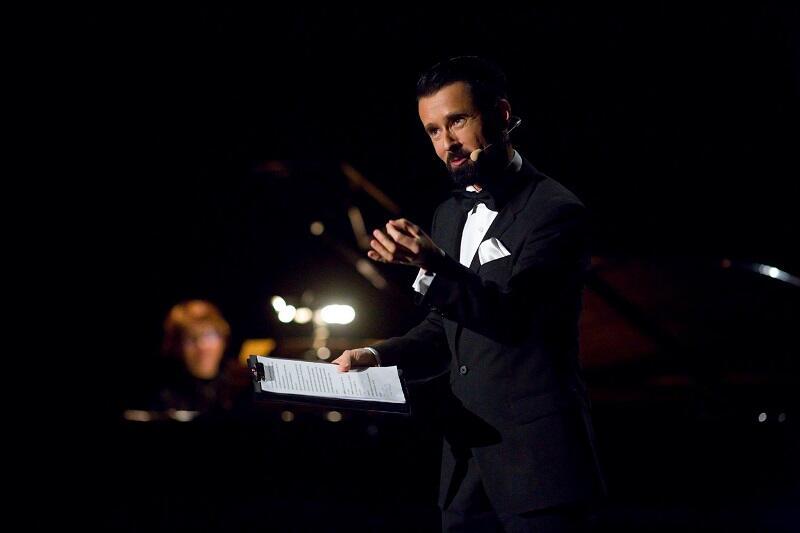 - Mimo, iż jesteśmy jeszcze przed premierą wszyscy są pod ogromnym wrażeniem talentu młodego dyrygenta - mówi o Jarosławie Szemecie Tomasz Podsiadły