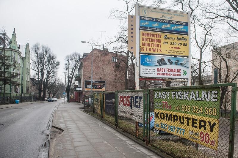Dariusz Gobis: - zniszczone banery nie są sztandarami chwały dla firm, których nazwy na nich widnieją...