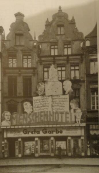 """Wielka reklama """"Ludzi z hotelu"""" przysłoniła w marcu 1933 roku prawie cały fronton kina przy Langgasse 60/61"""