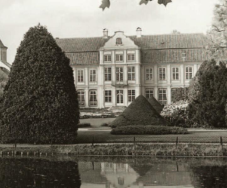 Rokokowy pałac, widok od ulicy Opata Rybińskiego, ok. 1930