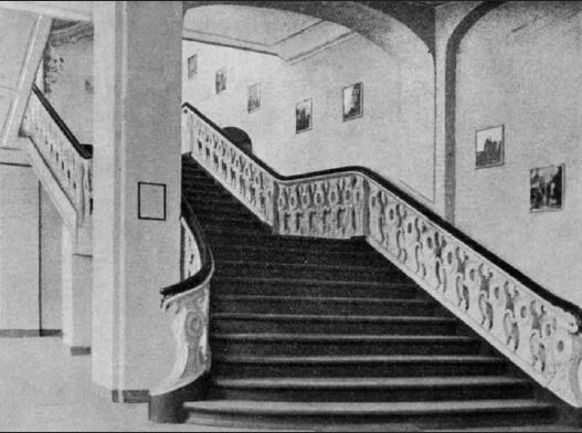 Wielkie schody prowadzące na piętro pałacu, ok. 1928