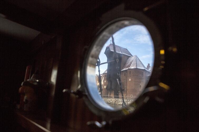 Choć do początku sezonu żeglarskiego pozostało kilka miesięcy, a flagowa jednostka miasta Gdańska STS 'Generał Zaruski' śpi zasłużonym snem, na jej pokładzie przez całe ferie odbywały się zajęcia dla przyszłych wilków morskich. Młodzi żeglarze przez bulaj oglądać mogli m.in. gdański Żuraw