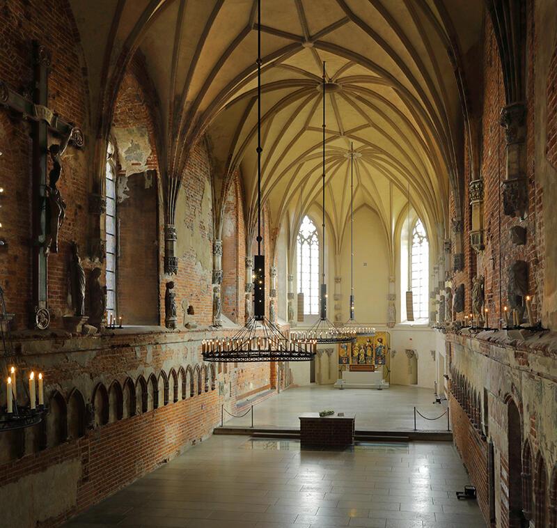 Wnętrze zamkowego kościoła Najświętszej Marii Panny po odbudowie