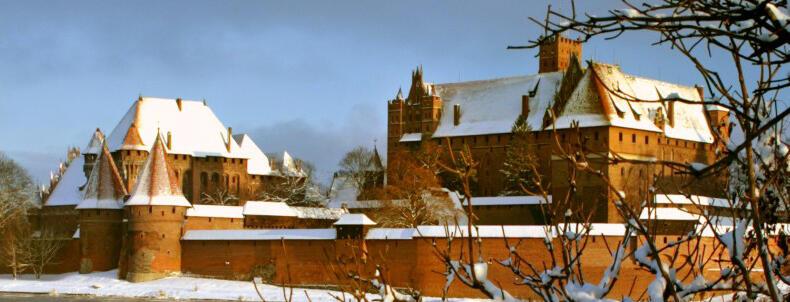 Dyrektor Janusz Trupinda przekonuje, że także i zimą malborski zamek ma swój urok...