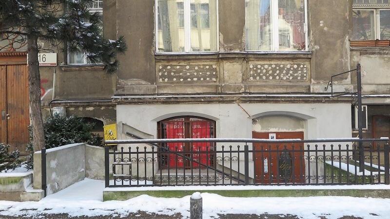 Lokal przy ul. Bohaterów Getta Warszawskiego ma powierzchnię 30 m2