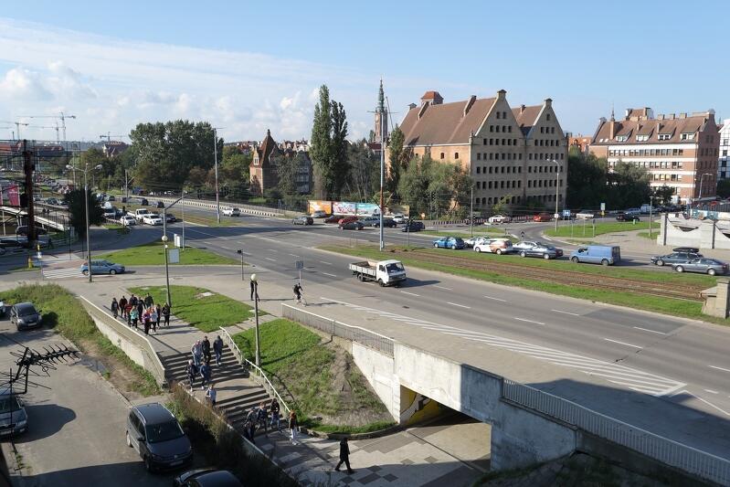 Skrzyżowanie Podwala Przedmiejskiego i Chmielnej (widok w stronę Głównego Miasta) - to tutaj realizowany będzie pierwszy etap prac