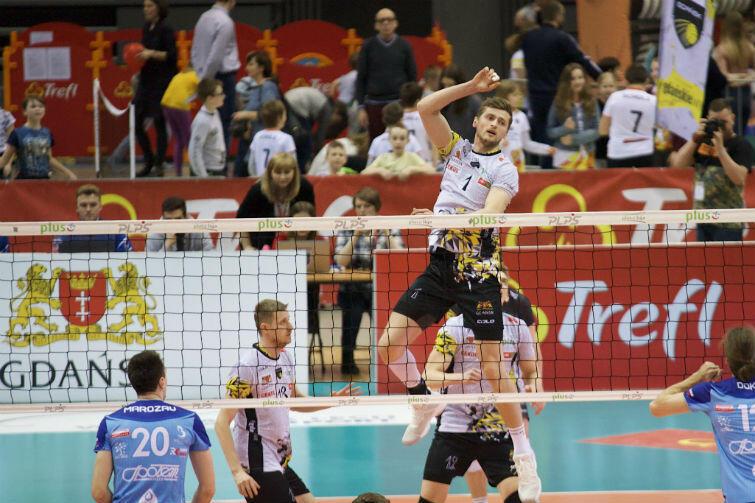 Atakuje Piotr Nowakowski