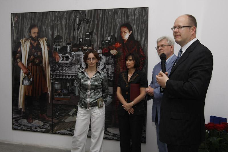 Tak wyglądało 10-lecie CSW 'Łaźnia'. Nz. Jadwiga Charzyńska (pierwsza z lewej) i prezydent Gdańska Paweł Adamowicz