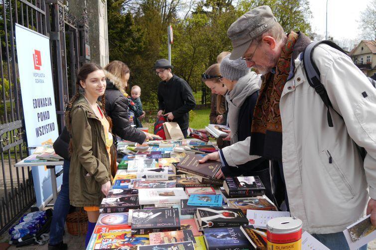 Gdańskie Targi Książki będą największym tego typu wydarzeniem na Pomorzu. Wcześniej mieszkańcy Trójmiasta mogli brać udział w licznych mniejszych inicjatywach literackich, jak np. coroczne Oliwskie Święto Książki