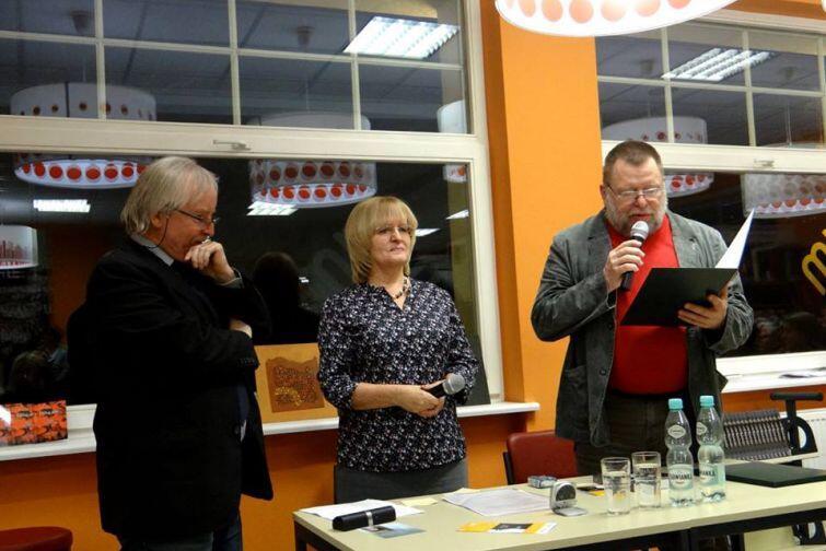 Spotkanie Gdańskiego Klubu Poetów w Bibliotece Oliwskiej w lutym tego roku. Od lewej: Tadeusz Serocki (Wydawnictwo Tadeusz Serocki) i organizatorzy Klubu: Gabriela Szubstarska oraz Piotr Szczepański