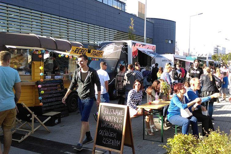 Festiwal food trucków w Gdańsku co roku przyciąga tłumy miłośników restauracji na kółkach i testowania nowych smaków
