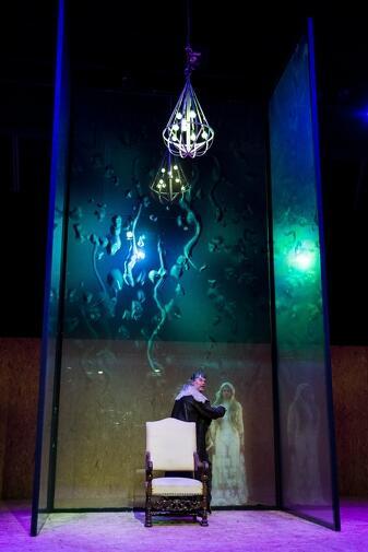 Scenografię, kostiumy i światło opracowała i zaprojektowała Magdalena Gajewska