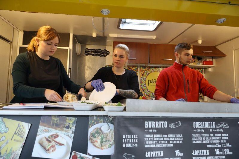 Konkurencja między food truckami jest... ostra. Pinata oferuje kuchnię meksykańską z ostrością potraw w skali 1-10!