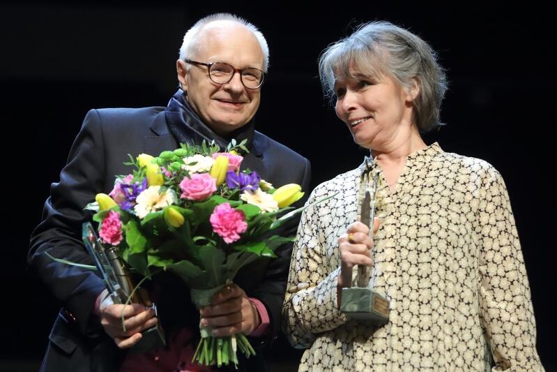 Nagroda w wysokości 100 tys. zł trafiła do rąk poetki z Rejkiawiku, Lindy Vilhjálmsdóttir. Jej tłumacz Jacek Godek otrzymał 20 tys. zł.