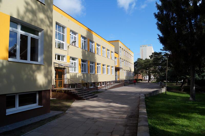 Zmodernizowana w ramach poprzedniego etapu elewacja Zespołu Szkół Sportowych i Ogólnokształcących przy ul. Subisława