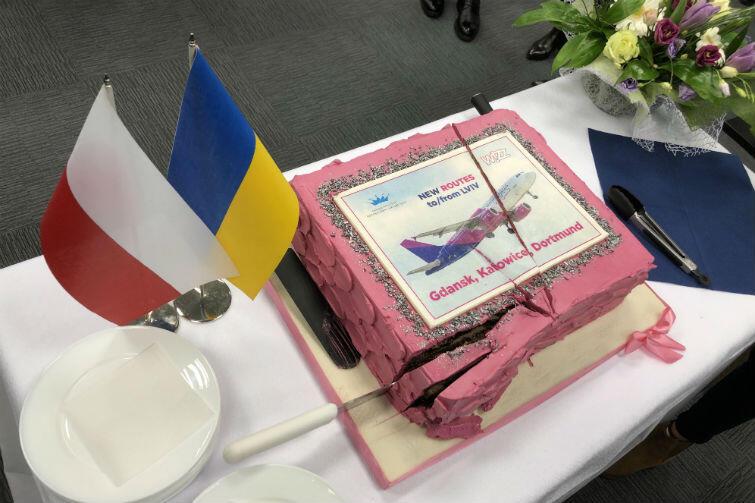 Tort na cześć inauguracji połączeń lotniczych Lwowa z Gdańskiem, Katowicami i Dortmundem