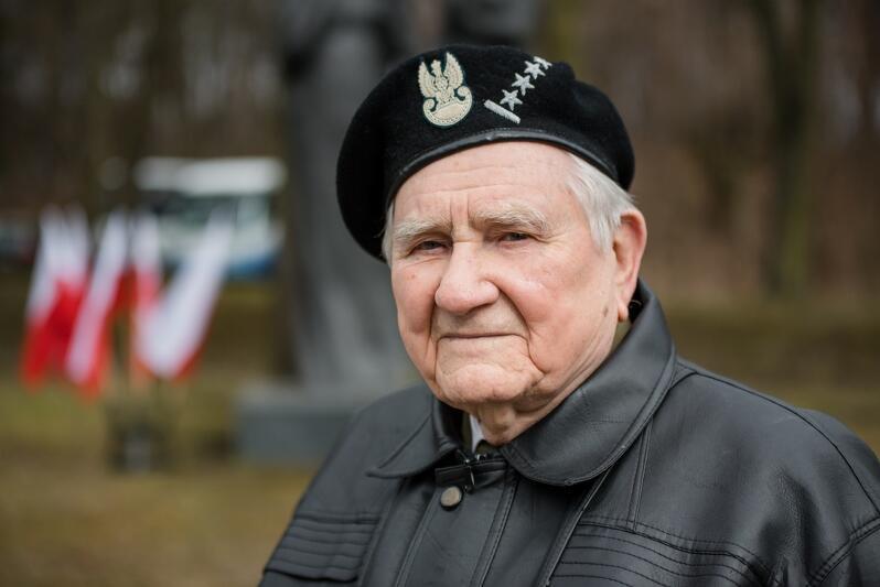 Henryk Bajduszewski, kiedy wstąpił do Polskich Sił Zbrojnych i walczył we Włoszech miał 18 lat. Po wojnie osiadł w Gdańsku, co roku bierze udział w uroczystościach rocznicy Powrotu Gdańska do Macierzy
