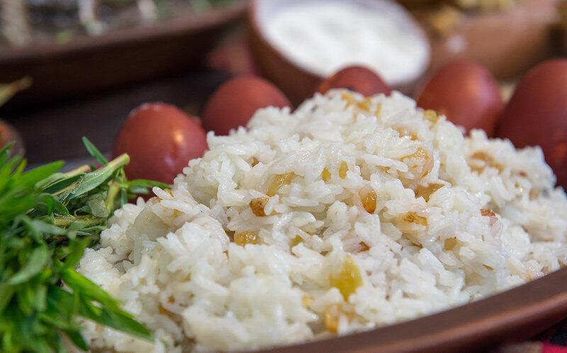 Obowiązkowym daniem wielkanocnym w Armenii jest ryż z rodzynkami.