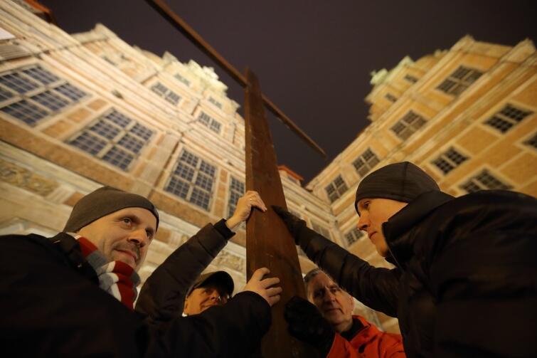 W piątek, 23 marca, tak jak w latach poprzednich, ulicami Gdańska przeszła Droga Krzyżowa. Organizowali ją, przy współudziale młodzieży studenckiej, ojcowie Dominikanie