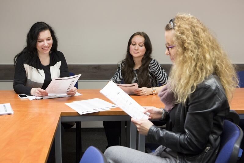 Wiktoria, Irina i Dominika Latoch: temat lekcji często staje się pobocznym wątkiem, a w trakcie zajęć toczą się zażarte dyskusje po polsku