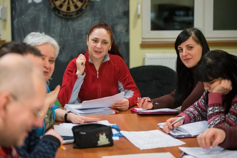 Juliana (w środku kadru) po kilku latach pracy w Polsce zdecydowała się na naukę polskiego
