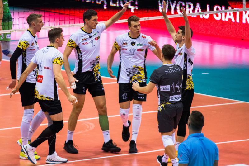 Grudzień 2017 roku, hala Ergo Arena w Gdańsku. Siatkarze Trefla cieszą się po zdobyciu kolejnego punktu w meczu przeciwko BBTS Bielsko-Biała