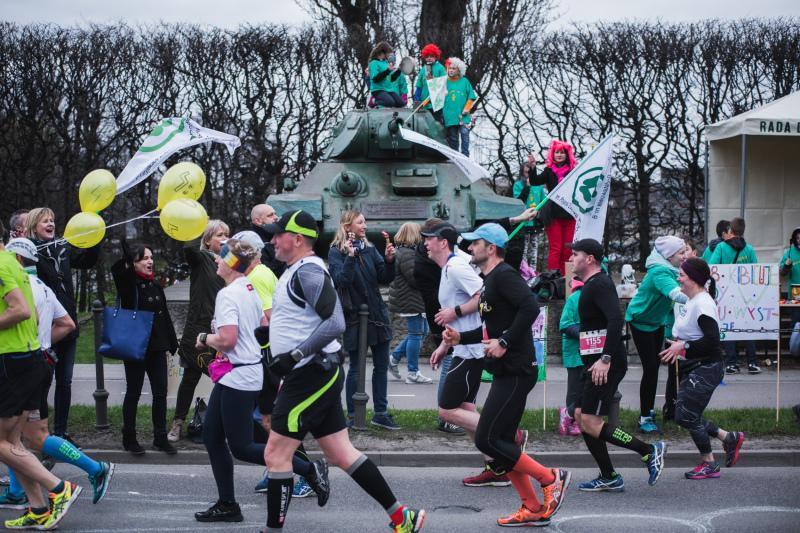 Biegacze liczą na doping na trasie