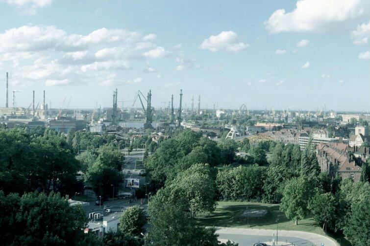 Obecny widok terenów Młodego Miasta - z perspektywy Góry Gradowej. Po lewej widoczny komin EC2