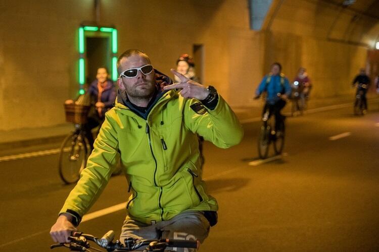 Przejazd rowerowy rok po otwarciu tunelu pod Martwą Wisłą