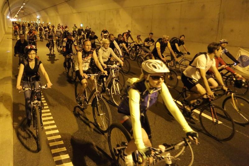 Uroczysty przejazd rowerowy na 2. urodziny Tunelu pod Martwą Wisłą