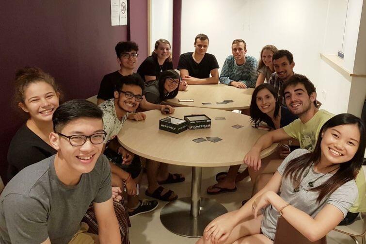 Studenci przyjeżdżają na wymianę do Singapuru z takich krajów jak Norwegia, Indie czy Australia