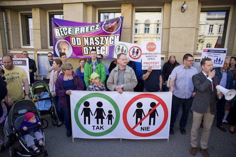 W sobotnie przedpołudnie środowiska prawicowe protestowały przeciwko niektórym rekomendacjom zgłoszonym do Modelu na Rzecz Równego Traktowania