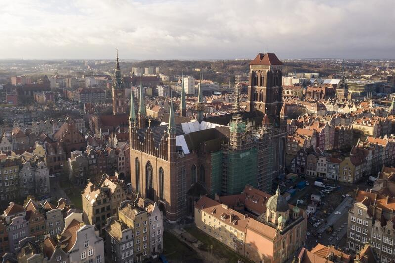 364900ff2342b7 Panorama Głównego Miasta w Gdańsku z dominującą bryłą Bazylki Mariackiej