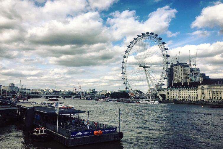 Tamiza i London Eye - widok z Westminster Bridge