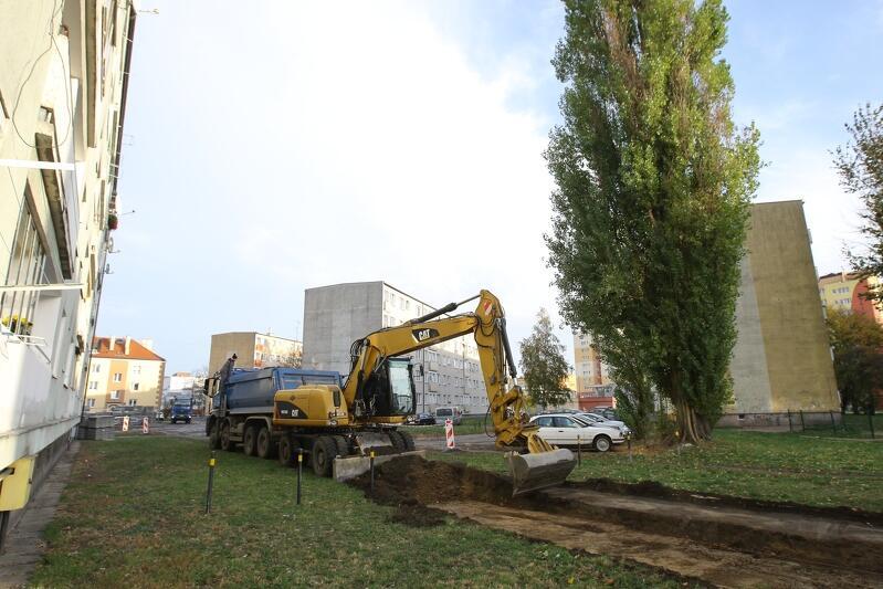 Do końca listopada odwodnione i zmodernizowane zostaną trzy duże podwórka na Stogach