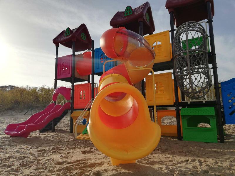 Plac zabaw znajduje się na plazy w Jelitkowie, między wejściami nr 63 i 64