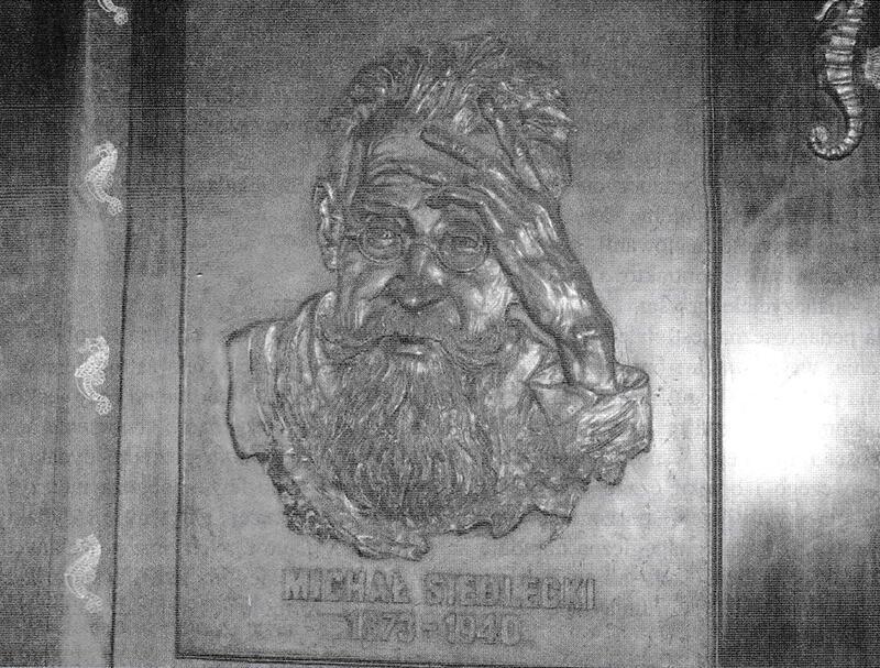 Profesor dr Michał Siedlecki - tablica pamiątkowa w holu głównym szkoły. Autor: Zbigniew Jóźwiak