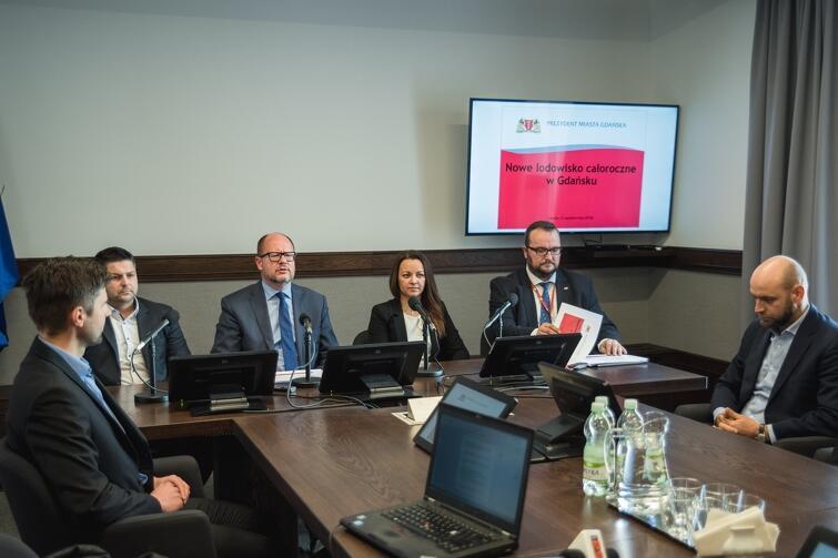W środę, 31 października, podczas konferencji prasowej ogłoszono decyzję o budowie w Gdańsku całorocznego lodowiska