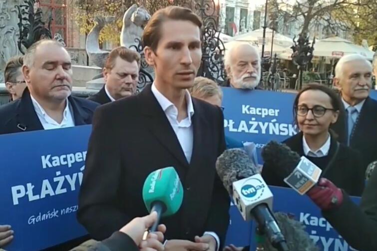 Kacper Płażyński podczas briefingu prasowego, który zakończył kampanię kandydata PiS na prezydenta Gdańska
