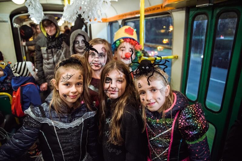 halloween_tram-012_798x533