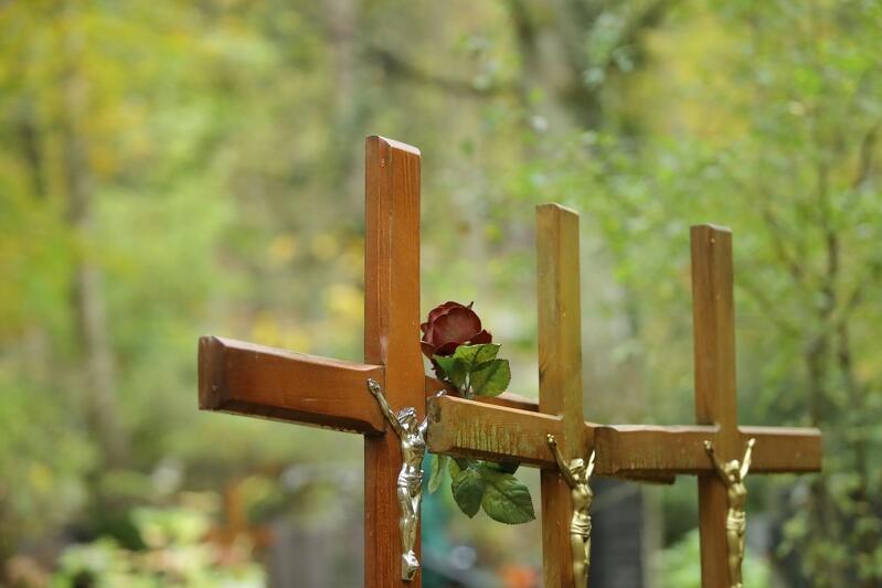 Wszystkich Świętych przypadło jak zawsze na pierwszy dzień listopada, ale wiele osób groby najbliższych i znajomych odwiedzało w ostatnich dniach października. To zdjęcie zostało zrobione w poniedziałek, 29 listopada, na Cmentarzu Srebrzysko