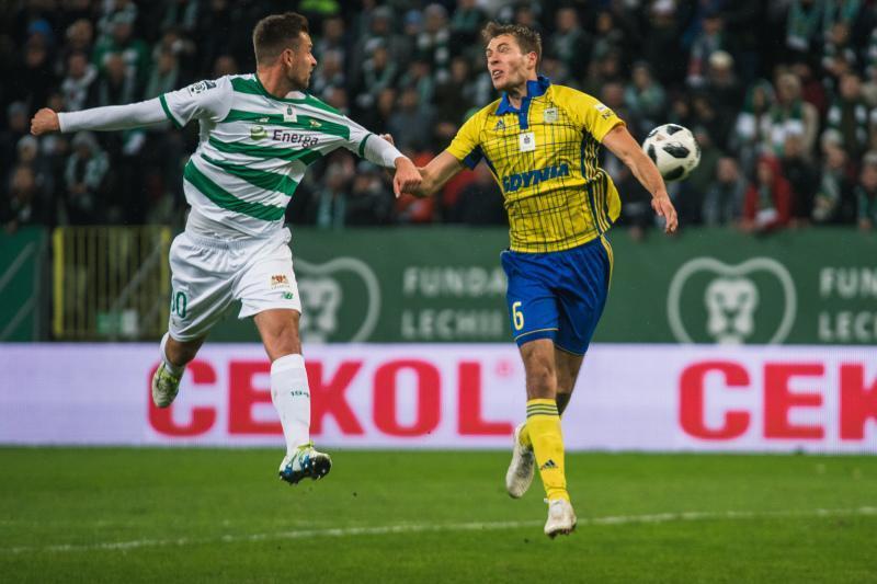Bardzo dobry mecz na Stadionie Energa Gdańsk. Trzy gole, dwukrotny VAR, jedna czerwona kartka i tegoroczny rekord frekwencji (25 tys. widzów). W sobotę, 27 października, Lechia pokonała u siebie Arkę Gdynia 2:1. Zwycięskiego gola w 90. minucie zdobył Flavio Paixao, dla którego był to setny mecz w biało-zielonych barwach